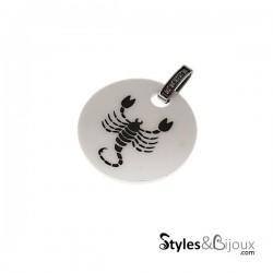 Pendentif signe astrologique Scorpion en céramique blanche orné de strass