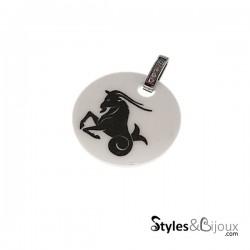 Pendentif signe astrologique Capricorne en céramique blanche orné de strass